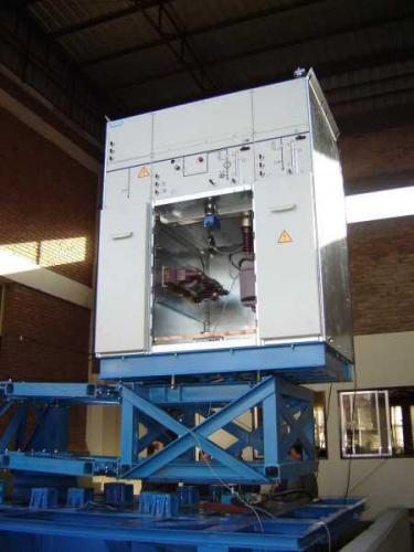 Ensayo de calificación sísmica de tablero eléctrico Siemens